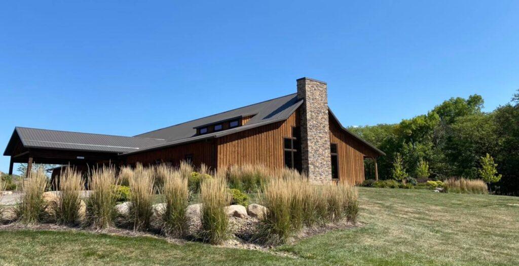country lane lodge iowa barn wedding venues