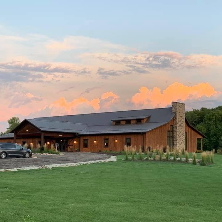 county lane lodge iowa barn wedding venue