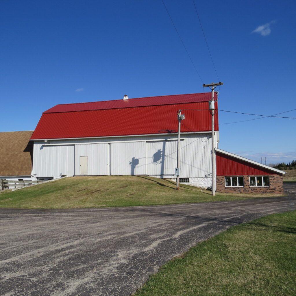 simply country barn wisconsin barn wedding venue