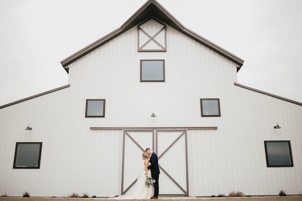 wishing hill barn iowa barn wedding venue