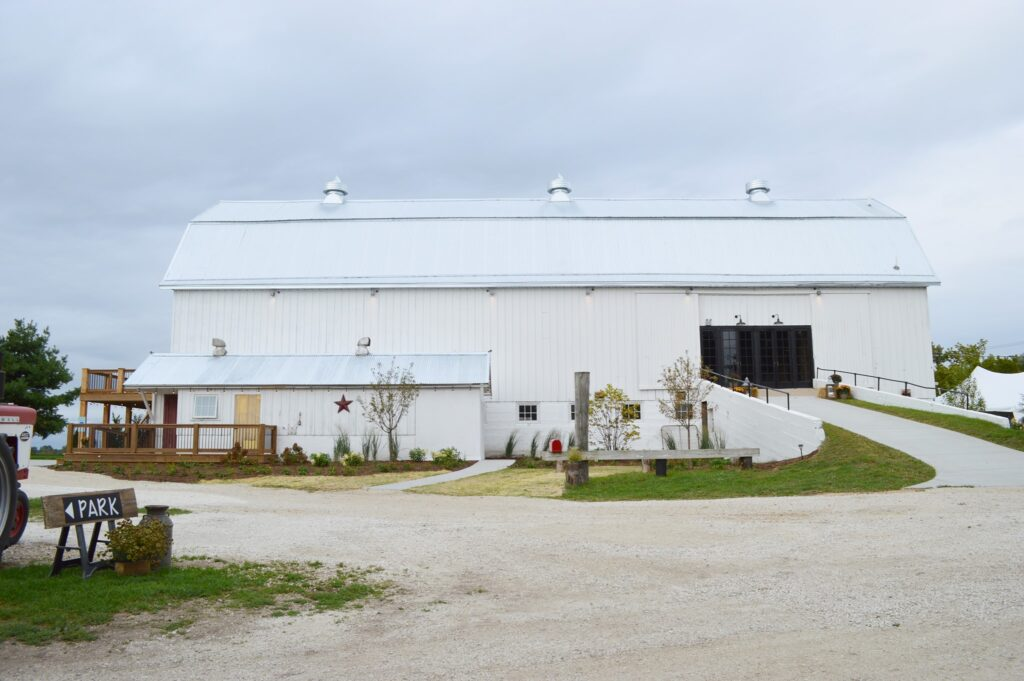 lincoln farmstead illinois barn wedding venues