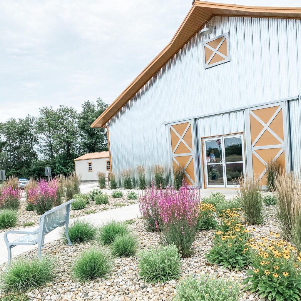 marlene's barn illinois barn wedding venues