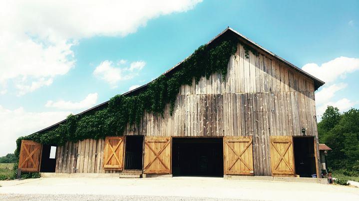 the white silo barn illinois barn wedding venues
