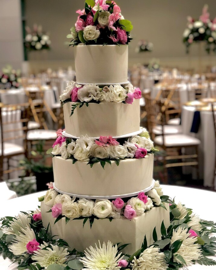 cedar rapids wedding cake