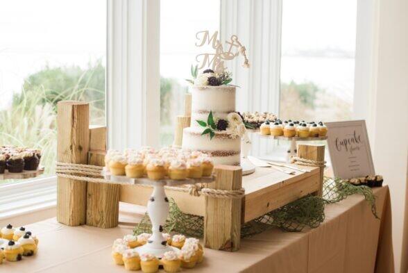 how much wedding cake do i need