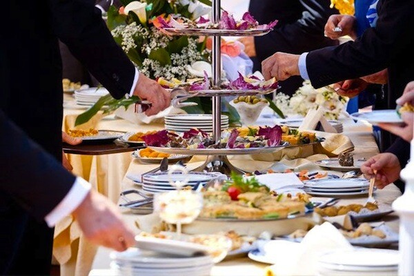 how to make certain everyone is well-fed on your wedding