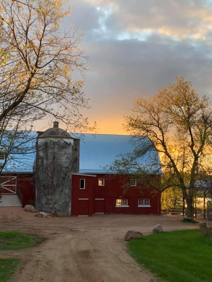 mystic ponds wisconsin barn wedding venue